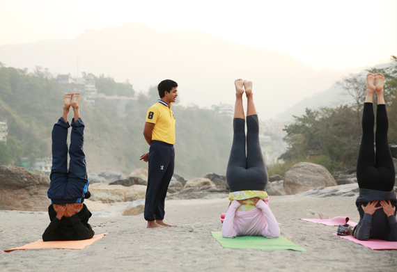 HOW YOGA TEACHES US TO LOVE US BACK