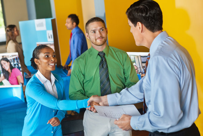 5 Helpful Tips For Networking After College