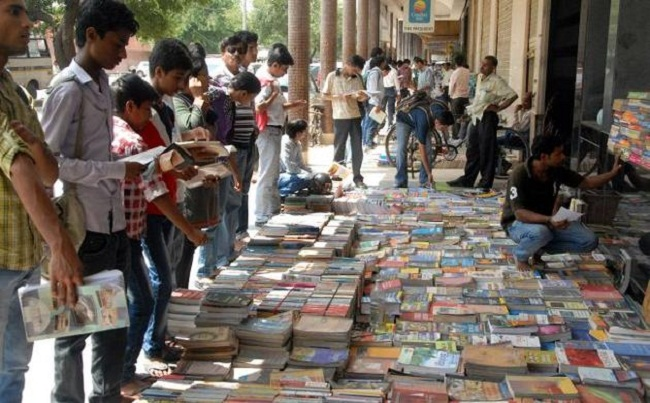 sunday-book-market-delhi