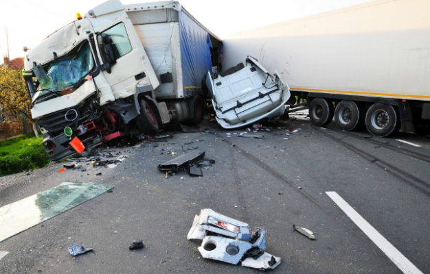 Top 3 Strong Reasons To Hire A Truck Accident Lawyer