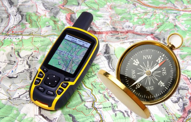 Handheld GPS vs Compass – Which Device Should I Bring When Hiking?
