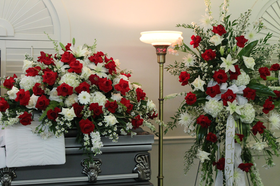 Etiquette Of Funeral Flowers You Need To Keep In Mind