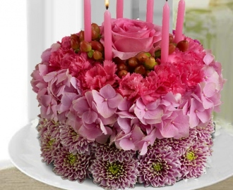 Combination Of Flowers and Cakes Are The Best Gifts For Beloved Ones